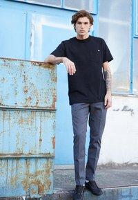 Dickies - PORTERDALE POCKET - Basic T-shirt - black - 3