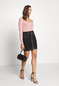 Ivyrevel - FRONT ZIP SKIRT - Pouzdrová sukně - black - 1