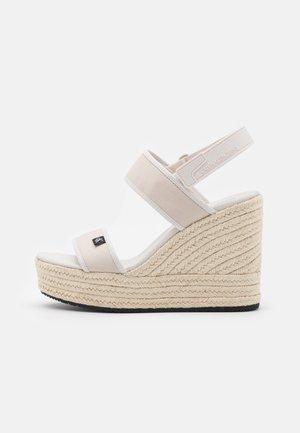 WEDGE SLING CO - Sandály na platformě - white/sand