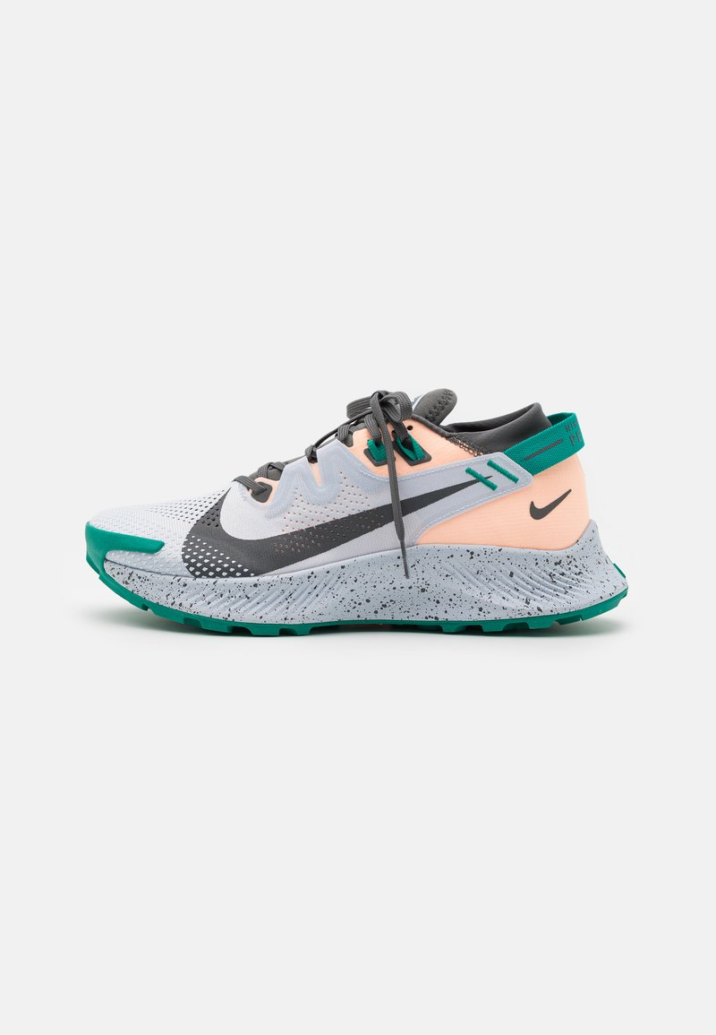 Nike Performance - PEGASUS TRAIL 2 - Løpesko for mark - football grey/iron grey/crimson tint/neptune green
