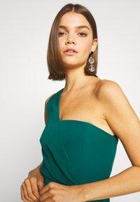 Forever New - ASSYMETRIC MINI - Koktejlové šaty/ šaty na párty - emerald - 3