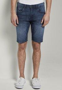TOM TAILOR DENIM - Denim shorts - blue denim - 0