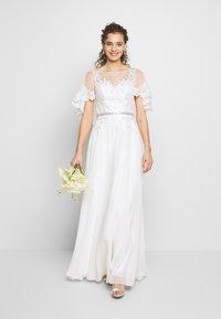 Luxuar Fashion - Společenské šaty - ivory - 1