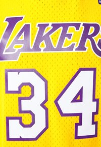 Mitchell & Ness - NBA LOS ANGELES LAKERS SHAQUILLE O'NEAL SWINGMAN - Article de supporter - light gold - 2