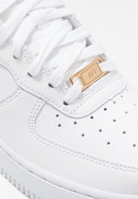 Nike Sportswear - AIR FORCE 1 - Sneakers laag - white/noble red - 2