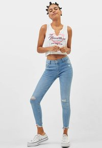 Bershka - LOW WAIST - Jeans Skinny Fit - Light Blue - 1