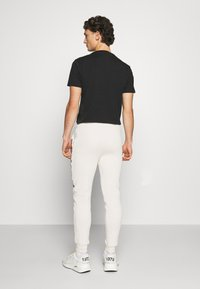 CLOSURE London - TAPED JOGGER - Pantalon de survêtement - off white - 2