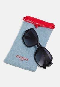 Guess - KIDS EYEWEAR UNISEX - Sluneční brýle - black - 3
