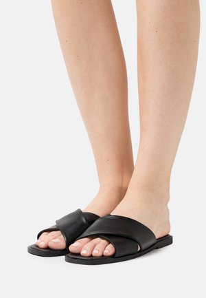 MACEY PADDED CROSSOVER - Mules - black