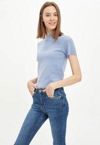 DeFacto - Basic T-shirt - blue - 3