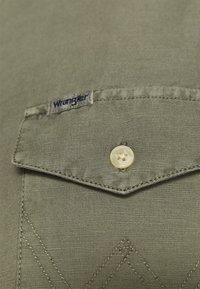 Wrangler - FLAP - Košile - dusty olive - 5