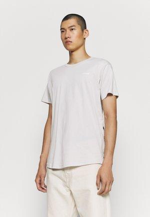 RAW CREW NECK - T-shirts - antarctica