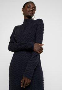YAS Tall - YASBRENTRICE DRESS - Gebreide jurk - navy blazer - 4