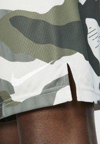 Nike Performance - Korte sportsbukser - off-white/black - 5