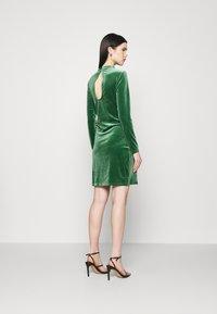 Vila - VIOELLE FITTED DRESS - Cocktail dress / Party dress - eden - 2