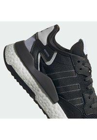 adidas Originals - NITE JOGGER BOOST SPORTS INSPIRED SHOES - Trainers - cblack/cblack/ftwwht - 6