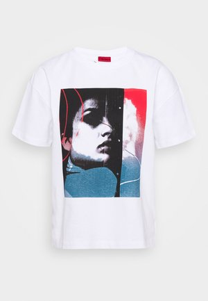 THE BOXY TEE - T-shirts med print - white