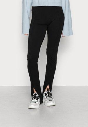 ONLSOFIA  - Spodnie materiałowe - black