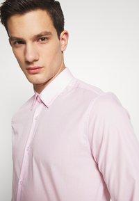 Burton Menswear London - 2 PACK - Formal shirt - pink - 5
