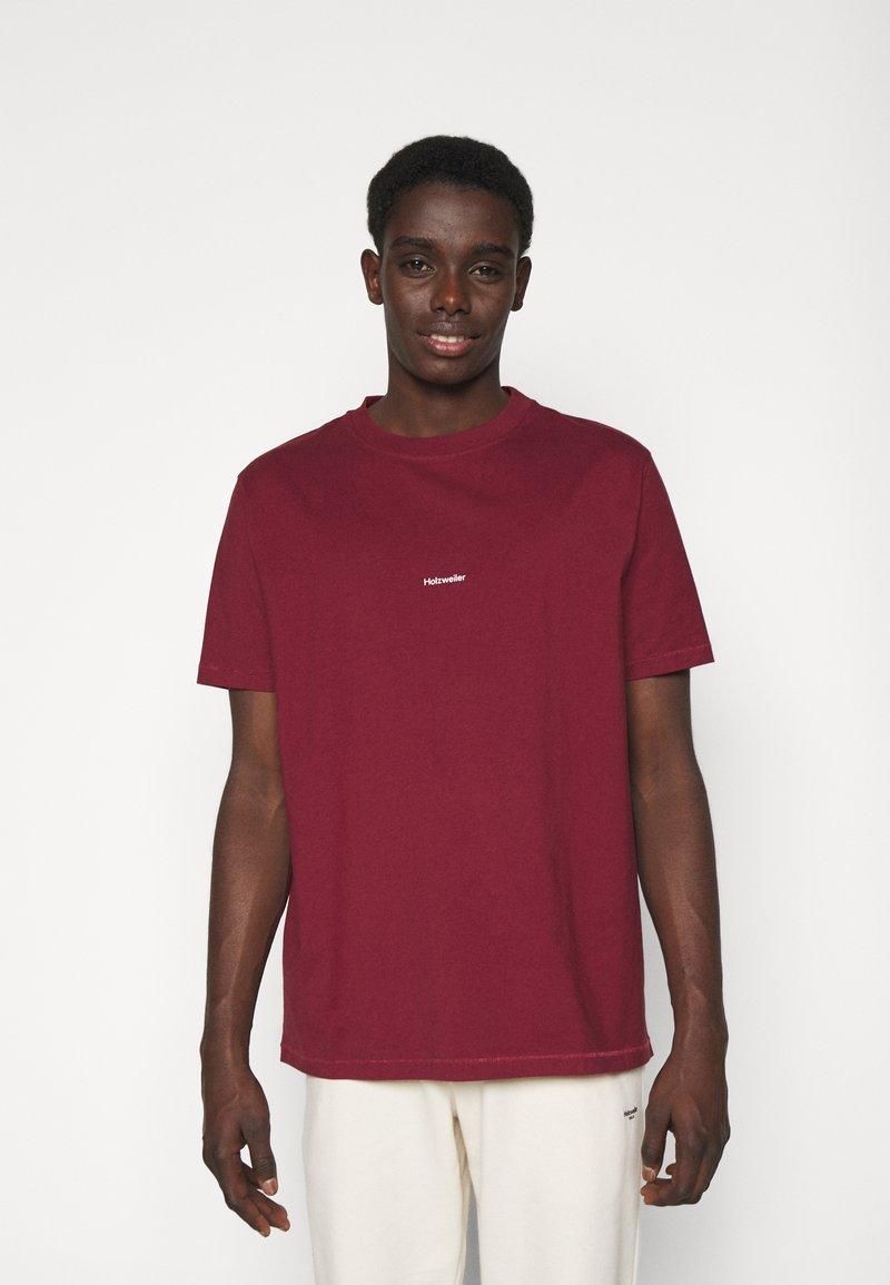 Holzweiler - LIVE TEE - Print T-shirt - burgundy