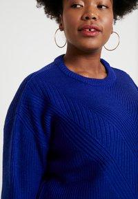 Dorothy Perkins Curve - LEAD IN STITCH - Stickad tröja - cobalt - 4