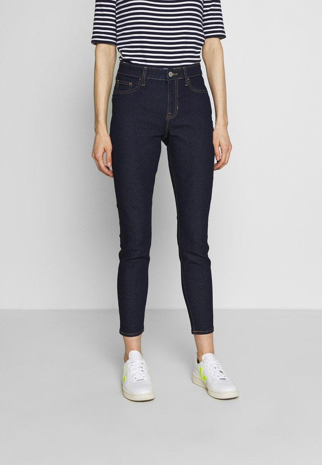 FAVORITE RINSE - Jeansy Skinny Fit - rinsed denim