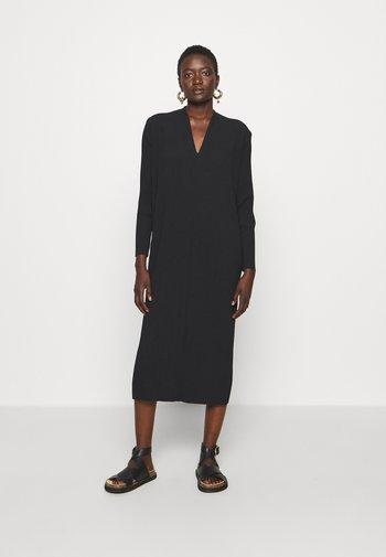 TUBO - Žerzejové šaty - black