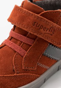 Superfit - ULLI - Classic ankle boots - rot/hellgrau - 5