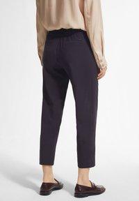 comma - MIT DURCHZUGBAND - Trousers - navy - 2