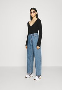 Weekday - RAIL  - Relaxed fit jeans - wash 90's blue - 1