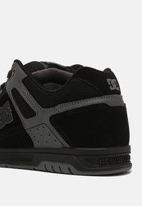 DC Shoes - STAG - Sneakers laag - black/black /battleship - 6
