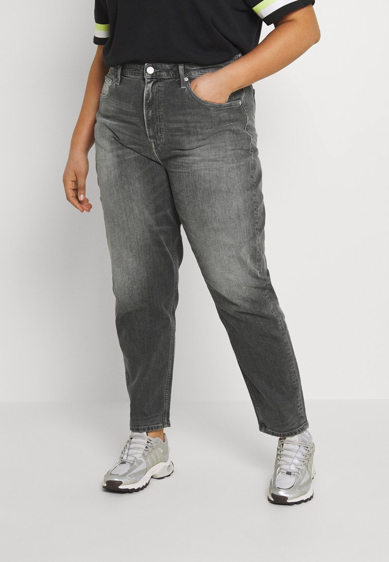 Tommy Jeans Curve - MOM JEAN - Relaxed fit jeans - tova grey com