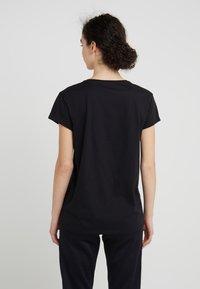KARL LAGERFELD - ADDRESS TEE - Print T-shirt - black - 2