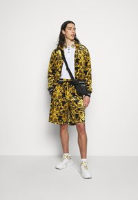 Versace Jeans Couture - TECNO PRINT LOGO BAROQU - Sweater met rits - black - 1