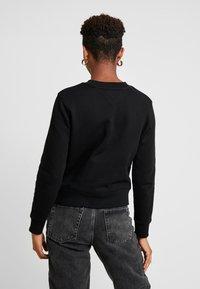 Tommy Jeans - TJW TOMMY FLAG CREW - Sweatshirt - black - 2