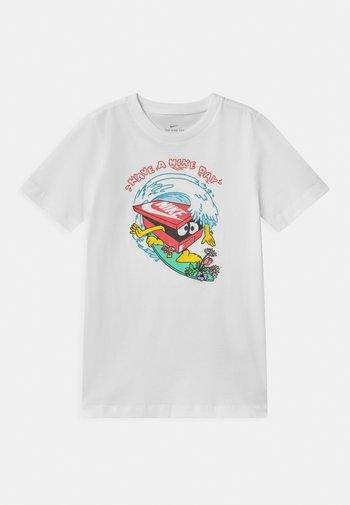 DAY WAVE UNISEX - Print T-shirt - white