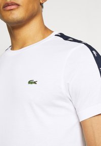 Lacoste Sport - Printtipaita - white/navy blue - 3