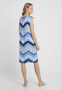 Wallis Tall - CHEVRON HOTFIX PINNY - Vapaa-ajan mekko - blue - 2