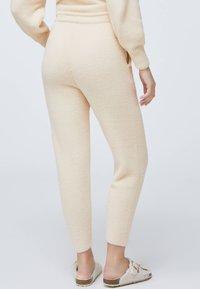 OYSHO - SOFT TOUCH FLUFFY - Nattøj bukser - beige - 2