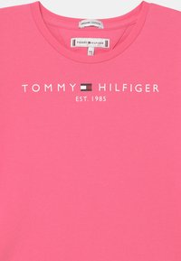 Tommy Hilfiger - ESSENTIAL  - Print T-shirt - exotic pink - 2