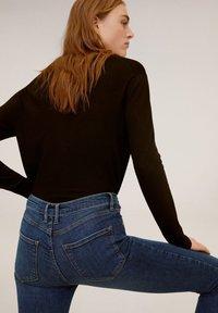 Mango - SKINNY JEANS IN 7/8-LÄNGE ISA - Jeans Skinny Fit - dunkelblau - 4