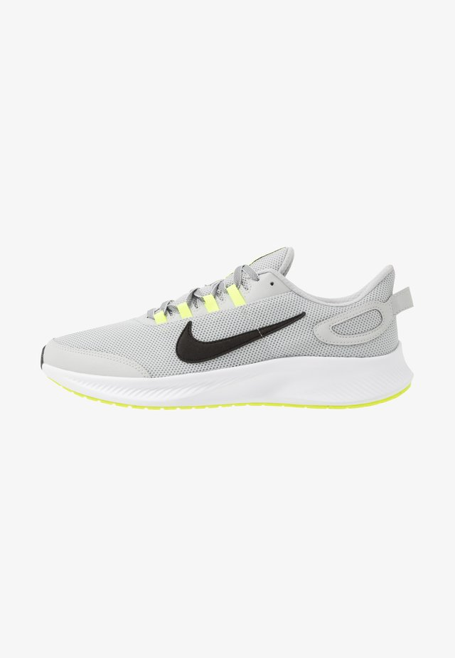 RUNALLDAY 2 - Obuwie do biegania treningowe - grey fog/black/volt/white