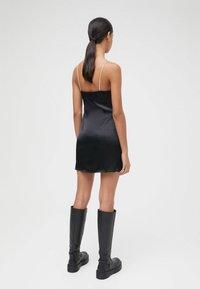 PULL&BEAR - Robe fourreau - mottled black - 2