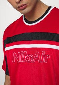 Nike Sportswear - NSW NIKE AIR - T-shirt con stampa - university red/black/white - 4