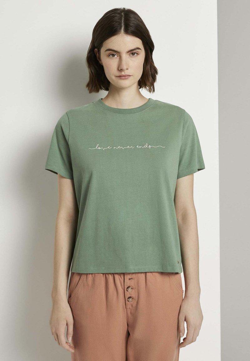 TOM TAILOR DENIM - Stickerei - Print T-shirt - vintage green