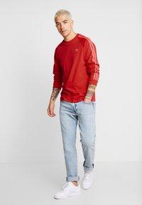 adidas Originals - Långärmad tröja - scarlet - 0
