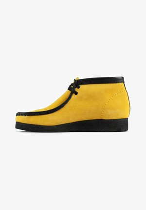 JAMAICA BEE - Casual lace-ups - yellow