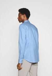 Calvin Klein Tailored - STRUCTURE SLIM  - Formal shirt - light blue - 2