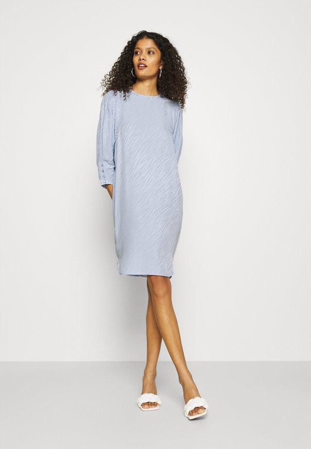 QUINN DRESS - Denní šaty - ice blue