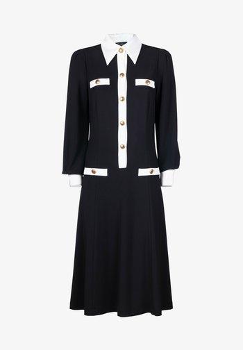 GRINTOSO - Jersey dress - nero/panna